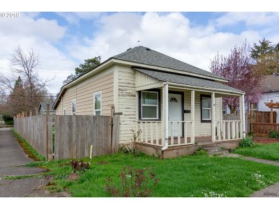 Springfield Single Family Home For Sale: 104 E St