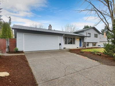 Milwaukie Single Family Home For Sale: 12204 SE 71st Ave