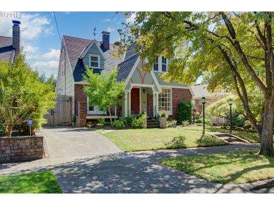Portland Single Family Home For Sale: 912 NE Hazelfern Pl