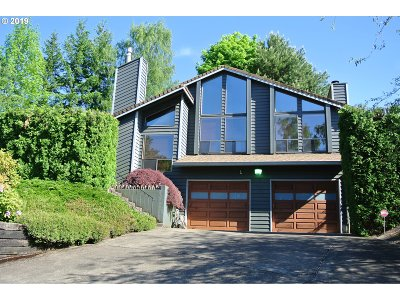 Portland Single Family Home For Sale: 9710 SE Crystal View Dr