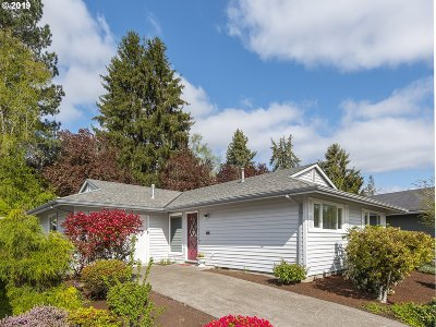 Single Family Home For Sale: 15925 SW Queen Victoria Pl