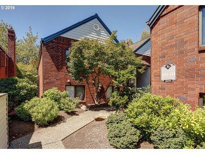 Condo/Townhouse For Sale: 14835 NE Sacramento St #113