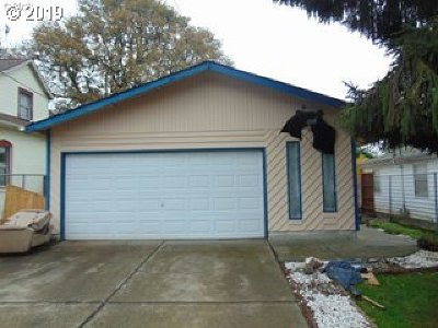 Portland Single Family Home For Sale: 4104 SE 74th Ave