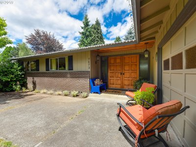 Milwaukie Single Family Home For Sale: 7473 SE La Paz St