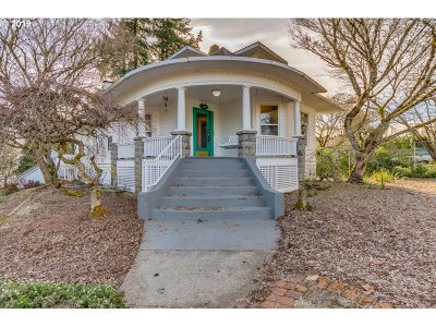 Milwaukie Single Family Home For Sale: 3212 SE Park Ave