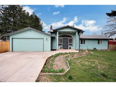 Gresham Single Family Home For Sale: 1685 NE Cleveland Ave