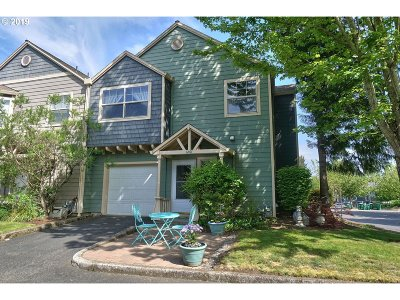 Troutdale Condo/Townhouse For Sale: 1401 SW Edgefield Meadows Ct