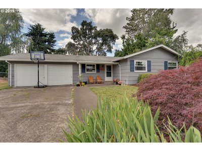 Beaverton Single Family Home For Sale: 6905 SW Briarcliff Cir