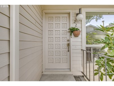 Lake Oswego OR Condo/Townhouse For Sale: $385,000