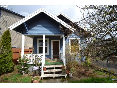 Single Family Home For Sale: 6915 SE Martins St