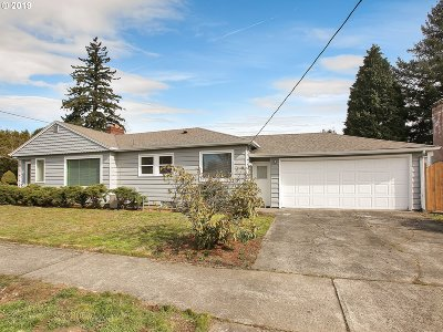 Portland Single Family Home For Sale: 7700 NE Tillamook St