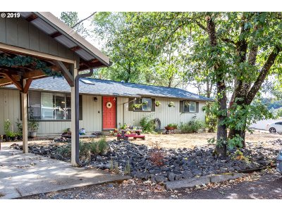 Myrtle Creek Single Family Home For Sale: 845 NE Holly St