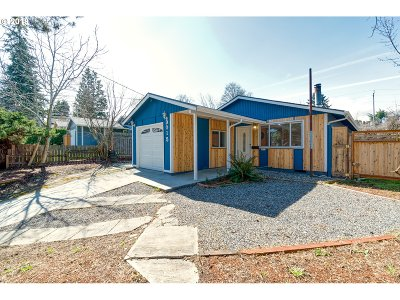 Single Family Home For Sale: 9015 N Peninsular Ave