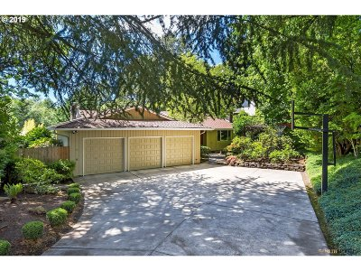Lake Oswego Single Family Home For Sale: 8 Othello St