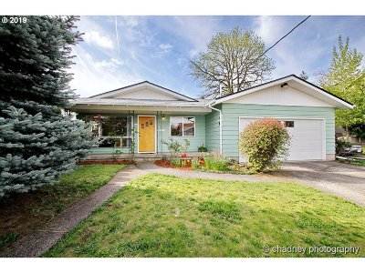 Portland Single Family Home For Sale: 6822 SE Gladstone St