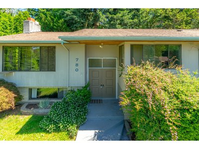 Gresham Single Family Home For Sale: 780 NW Battaglia Ave
