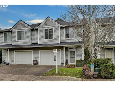 Milwaukie Condo/Townhouse For Sale: 18374 SE Trolley Ln