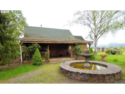 Roseburg Single Family Home For Sale: 451 Hess Ln