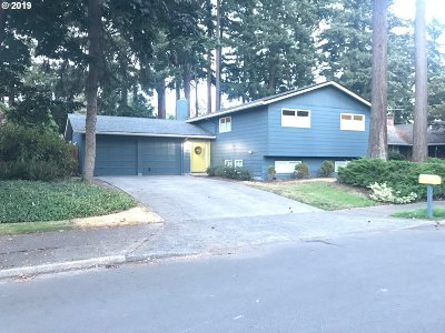 Portland Single Family Home For Sale: 1044 NE 178th Ave