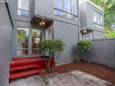Beaverton Condo/Townhouse For Sale: 1564 NW Bridgeway Ln