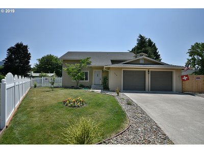 Medford Single Family Home For Sale: 2430 Winslow Park Cir
