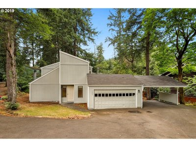 Lake Oswego Single Family Home For Sale: 17273 Bryant Rd
