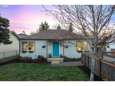 Clackamas County Single Family Home For Sale: 9731 SE Bell Ave