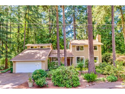 Lake Oswego Single Family Home For Sale: 17475 Westview Dr
