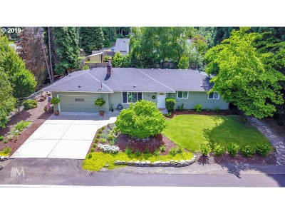 Clackamas County Single Family Home For Sale: 3780 Cedaroak Dr