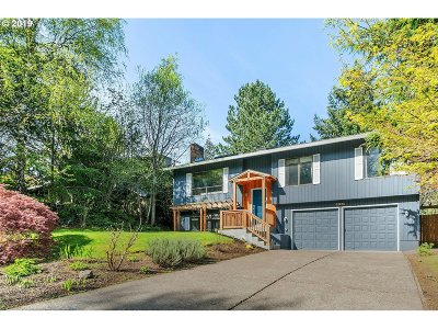Portland Single Family Home For Sale: 10382 NW Alpenglow Way