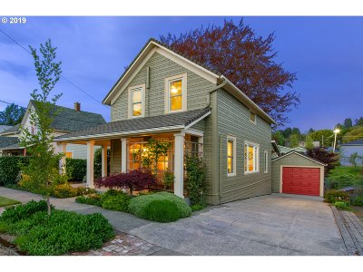 Ridgefield Single Family Home For Sale: 210 S 4th Ave