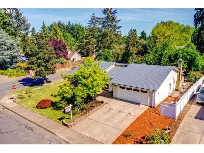 Hillsboro Single Family Home For Sale: 2384 SE Tanager Cir
