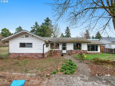 Portland Single Family Home For Sale: 2906 SE 136th Ave