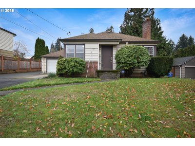 Milwaukie Single Family Home For Sale: 9815 SE 42nd Ave