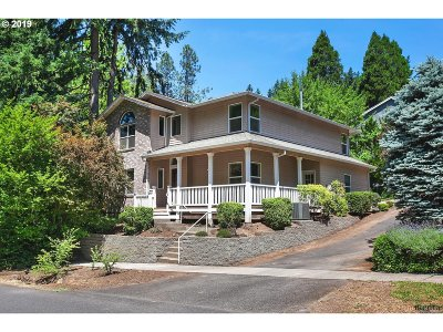Portland Single Family Home For Sale: 9585 SW Spring Crest Dr