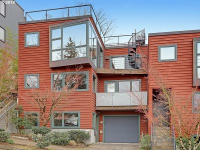 Multnomah County Single Family Home For Sale: 3915 SW View Point Ter