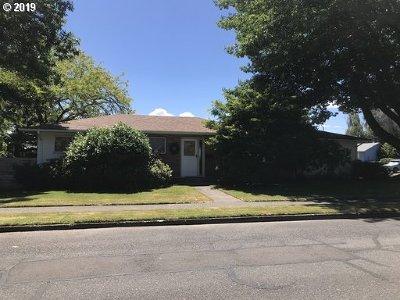 Milwaukie, Gladstone Single Family Home For Sale: 4606 SE Adams St