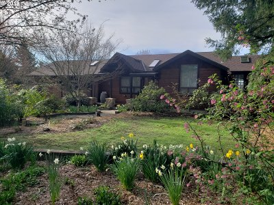 McMinnville Single Family Home For Sale: 4004 NE Riverside Loop