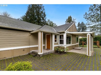 Multnomah County Single Family Home For Sale: 840 SW Maplecrest Dr