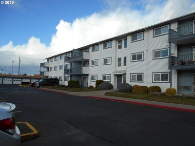 Woodburn Condo/Townhouse For Sale: 950 Evergreen Rd #309