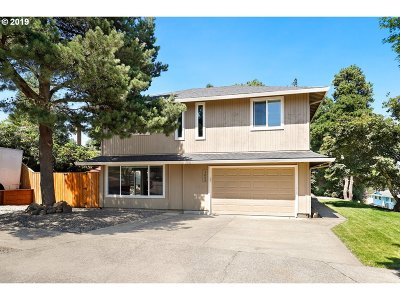 Gresham Single Family Home For Sale: 3895 SE 6th St