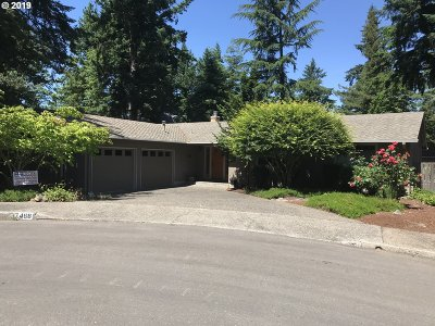 Lake Oswego Single Family Home For Sale: 17468 Fir Rd