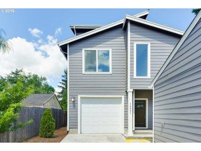 Portland Condo/Townhouse For Sale: 12031 SE Mill Ct