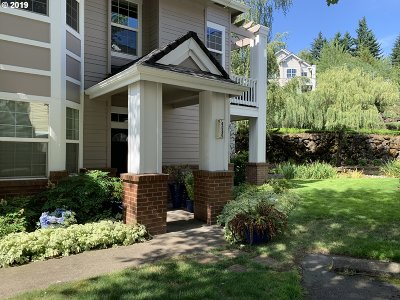Clackamas County Condo/Townhouse For Sale: 4090 Summerlinn Dr