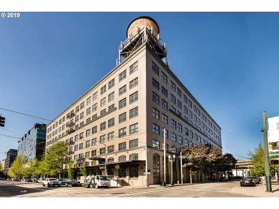 Condo/Townhouse Pending: 1420 NW Lovejoy St #619