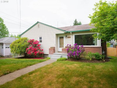 Portland Single Family Home For Sale: 3525 NE 90th Ave