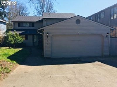 Clackamas County Multi Family Home Pending: 651 5th St