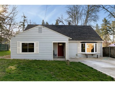 Milwaukie Single Family Home For Sale: 4800 SE Ina Ave