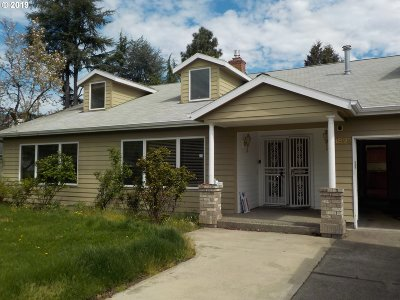 Portland Single Family Home For Sale: 8895 SW Bohmann Pkwy