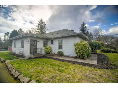 Single Family Home For Sale: 2928 SE Tacoma St